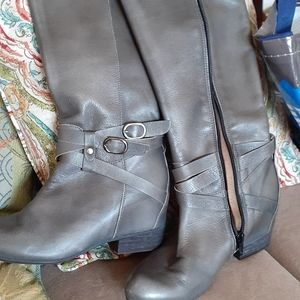Gray leather boots.new without tags